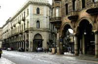 Torino, colpisce passante a colpi di accetta