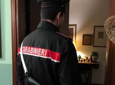 Torino, soffoca il figlio con un cavetto