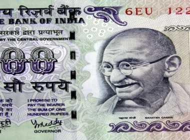 India pensa a reddito universale di base.