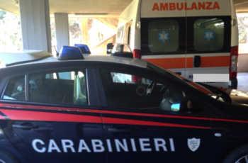 San Zeno Naviglio, donna si lancia dall'auto in corsa