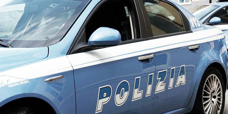 Cinisello Balsamo, spaventa l'ex fidanzata con due coltelli