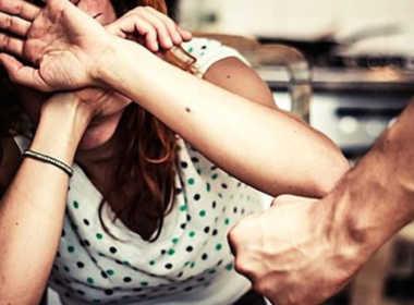 Melegnano, 55enne picchia la compagna e la figlia