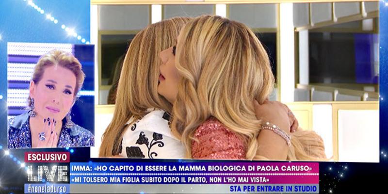 Paola Caruso incontra la presunta madre biologica