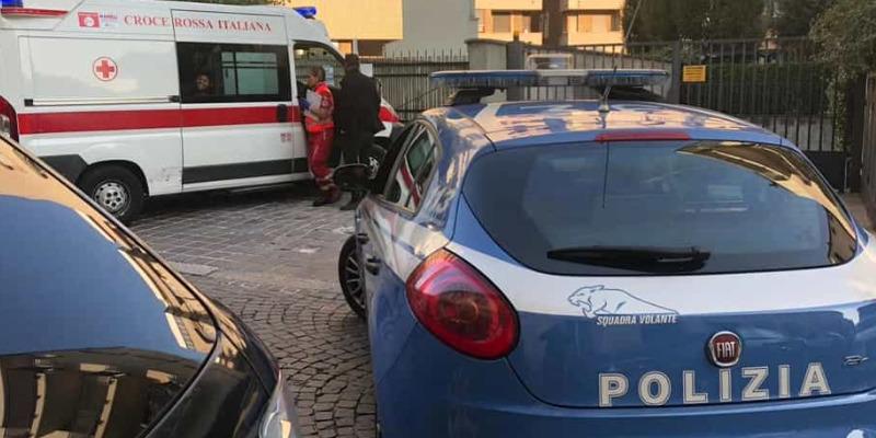 Milano, 15enne precipita dal balcone