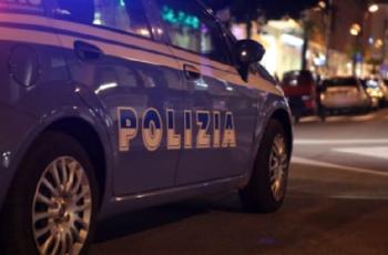 Milano, picchia la moglie in strada