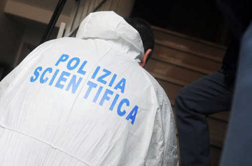 Milano, precipita dalla scala della Triennale e muore