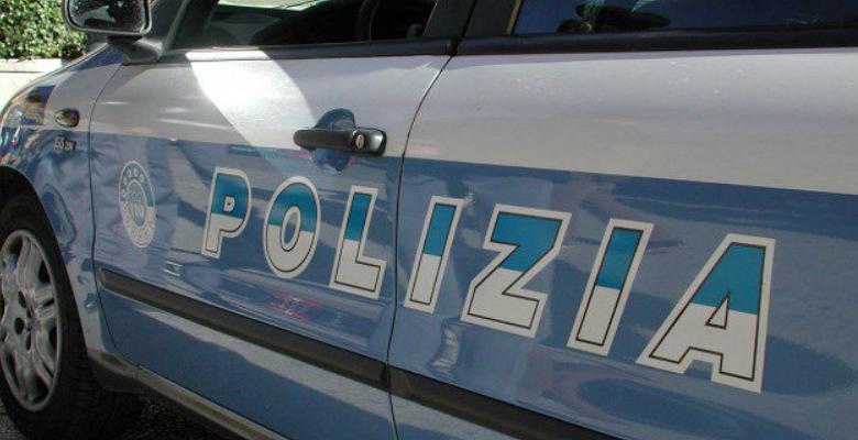Torino, picchia e minaccia l'ex con un coltello