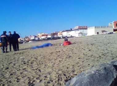Torvaianica, 17enne muore mentre fa il bagno a mare