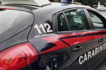Milano, fratelli feriscono la madre mentre litigano