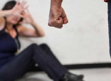Arconate, picchia la compagna e si scaglia contro gli agenti