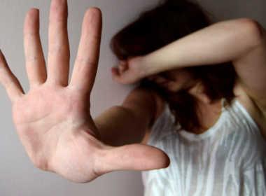 Orzinuovi, 50enne picchia la moglie e il figlio