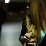 Tor Lupara, perseguita e minaccia donna