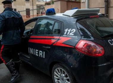 Milano, picchia e violenta 70enne