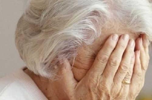 Liscate, picchia l'anziana madre