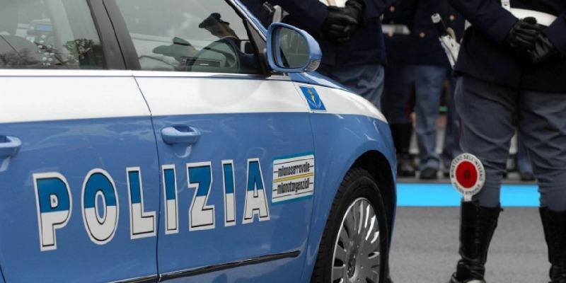 Milano, litiga con l'ex e aggredisce poliziotti