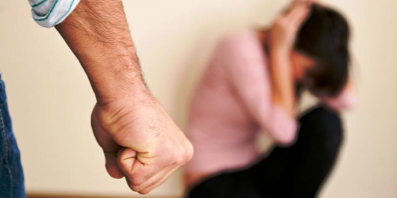 Cernusco, picchia la moglie davanti ai figli