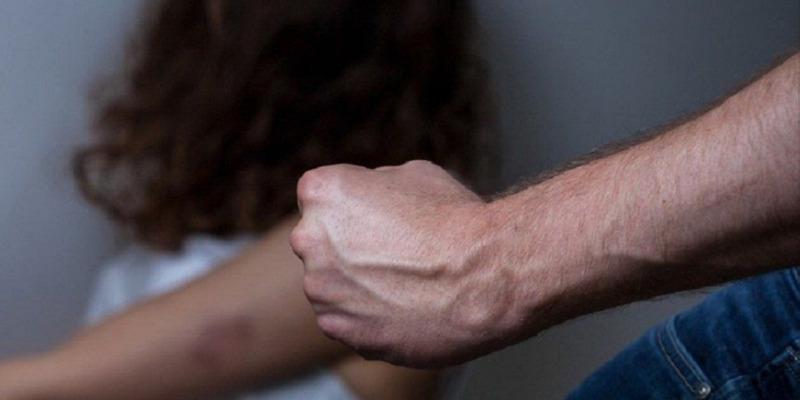 Camposampiero, picchia la moglie con un mattarello