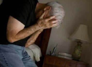 Civitavecchia, picchia il padre 79enne
