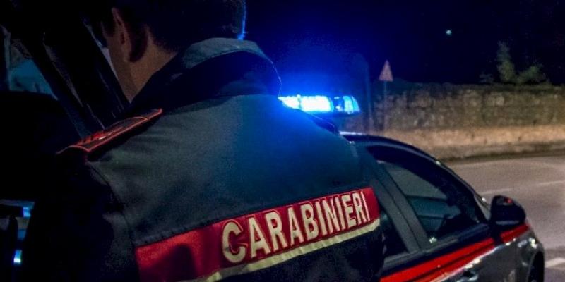 Cuneo, minorenne minaccia i passanti con un coltello