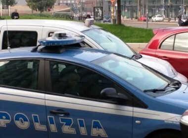 Torino, minaccia e spintona la sorella