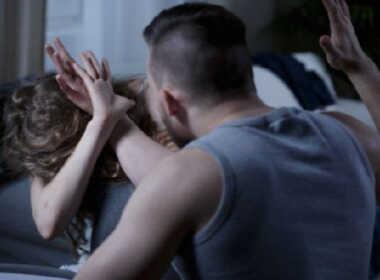 Tivoli, minaccia e schiaffeggia la moglie