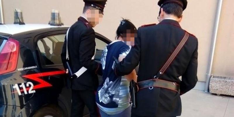 Brescia, perseguita e minaccia l'ex marito