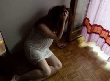 Ercolano, picchia e minaccia la moglie