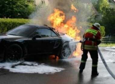 Darfo Boario Terme, brucia auto dell'ex compagno