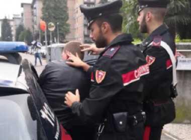 Cassano D'Adda, litiga con la moglie e ferisce agente