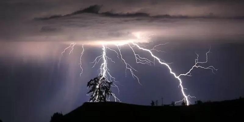 Guidonia, uomo folgorato da un fulmine