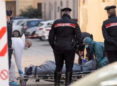 Cormano uomo morto incastrato nel tombino