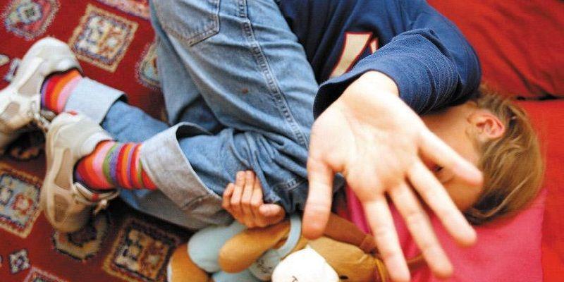 Confessa abusi sessuali sul figlio