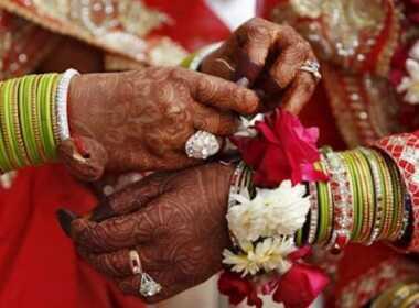 India sposa muore e viene sostituita dalla sorella