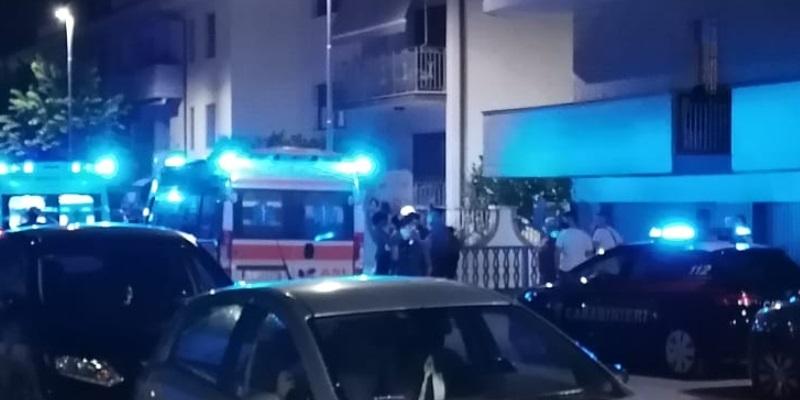 Teramo bimbo precipita dal balcone e muore