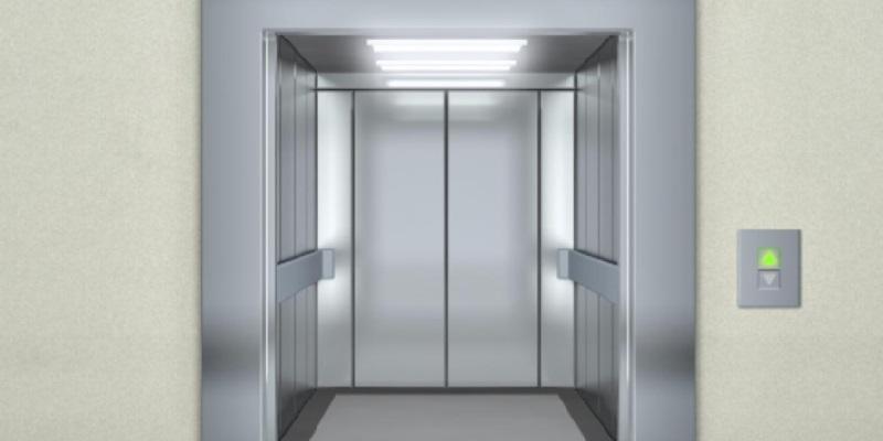 Bimbo schiacchiato ascensore muore