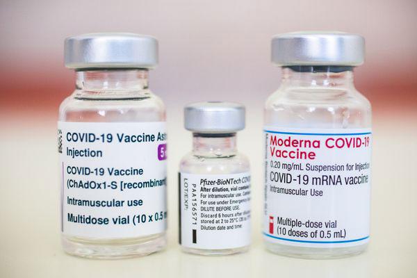 scambio vaccini AstraZeneca pfizer