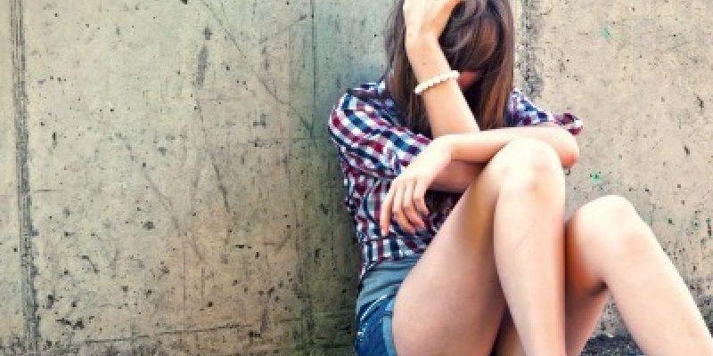 Asti inganna e stupra ragazza