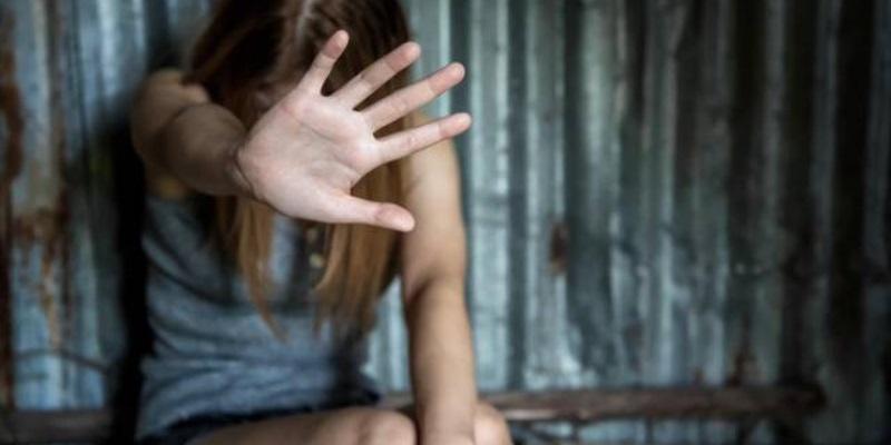 Cosenza violenta 27enne davanti alla figlia