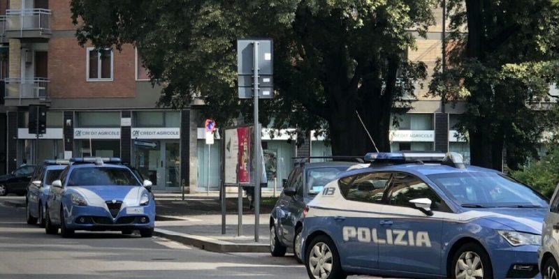 Milano accoltella coinquilino per soldi