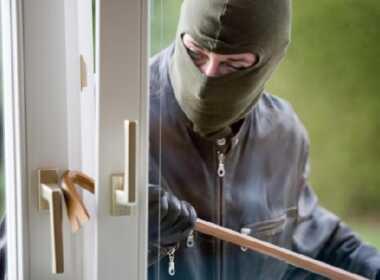 Milano ladro minaccia 60enne