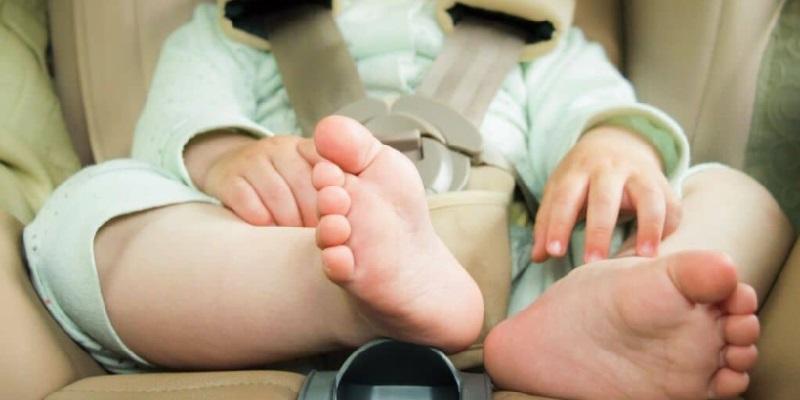 Milano lasciano figlia in auto a 35 gradi