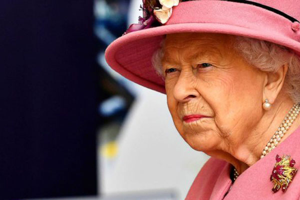 regina elisabetta contro harry e meghan