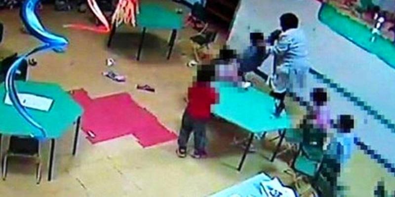 Monza maestra picchia bambini
