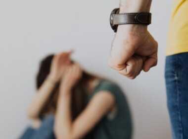 Palermo picchia e violenta la moglie